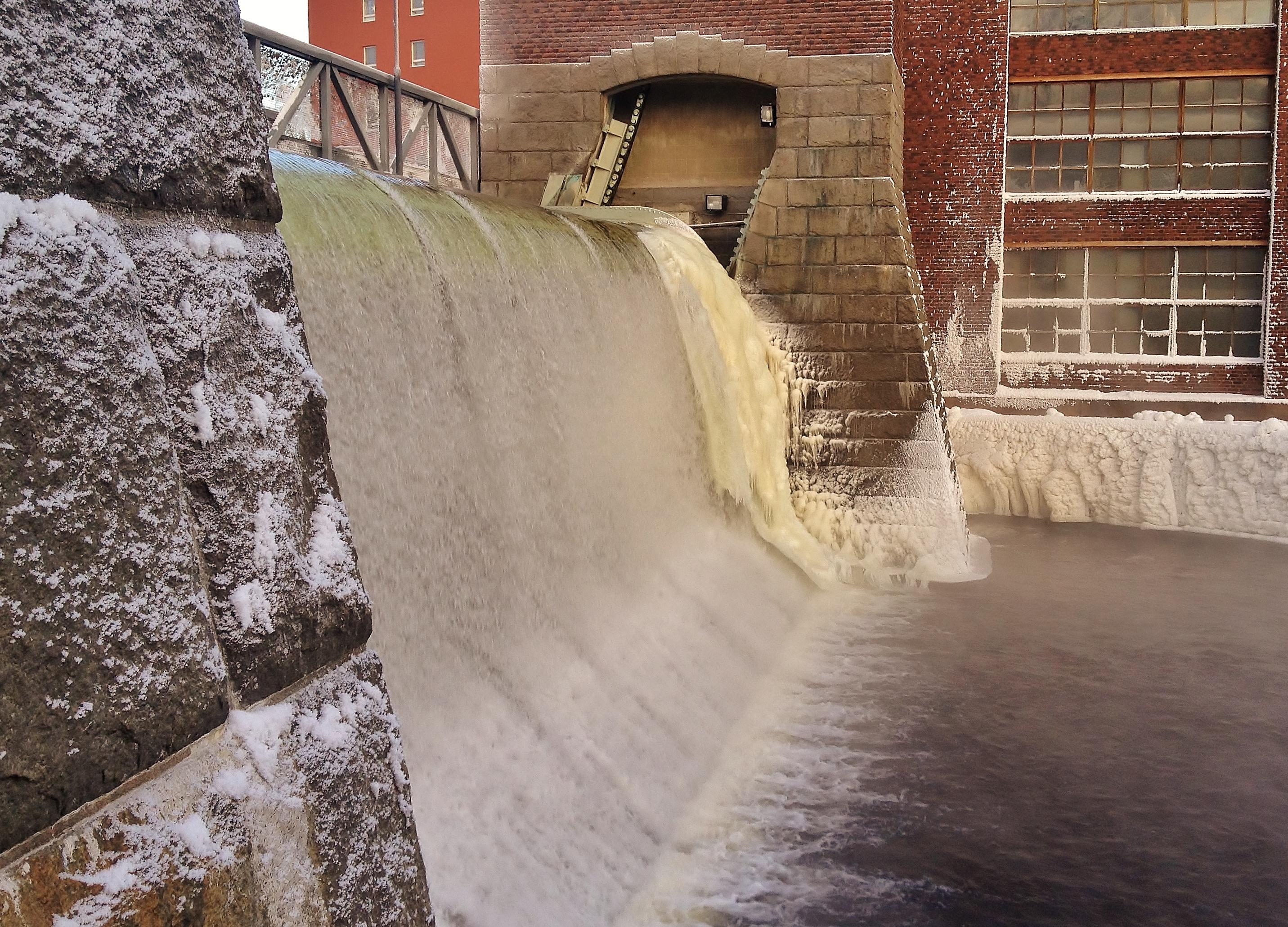 Tammerkoski rapids on 10th January 2016 6.jpg