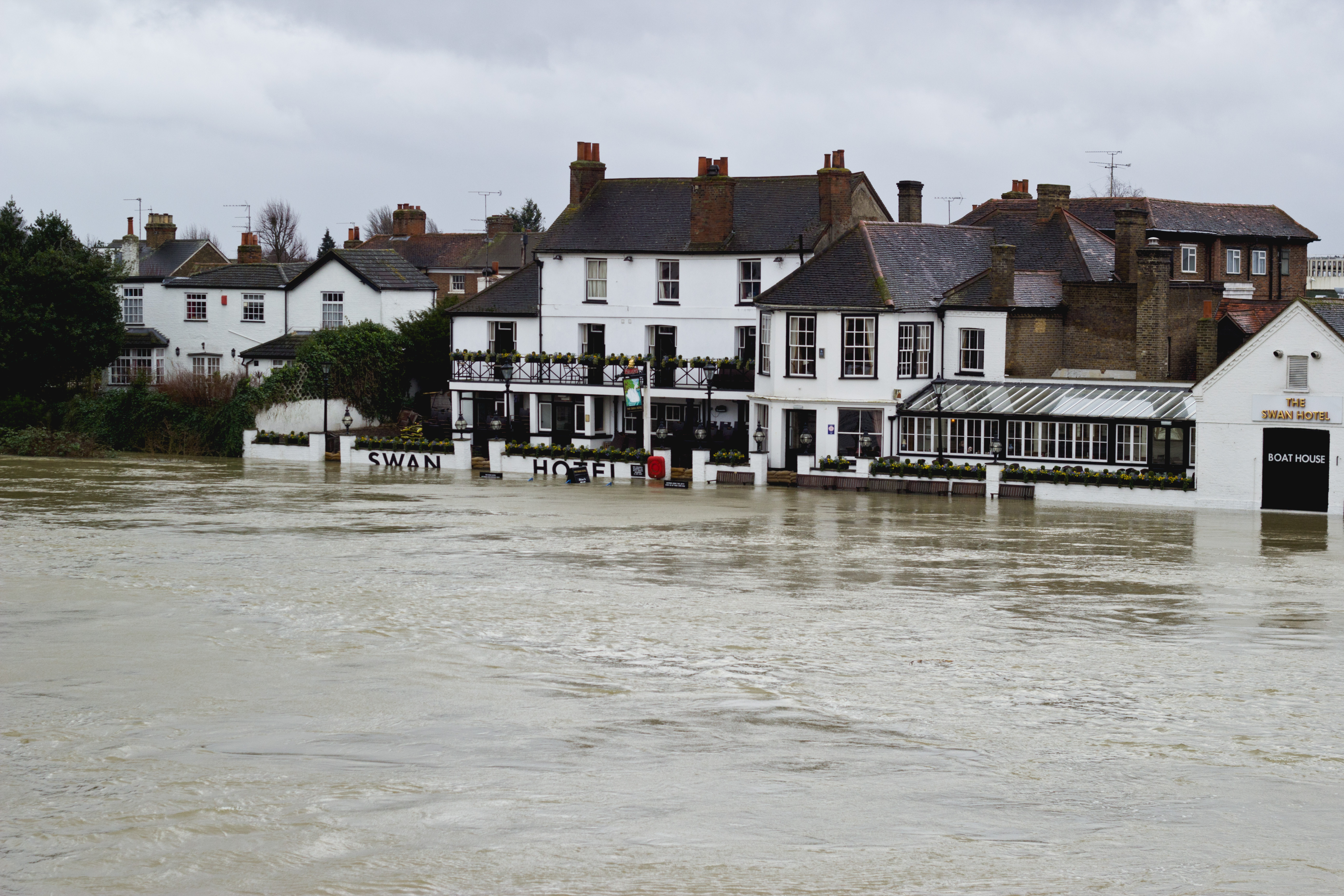 File:UK Floods, Staines-upon-Thames, Swan Hotel.jpg ...