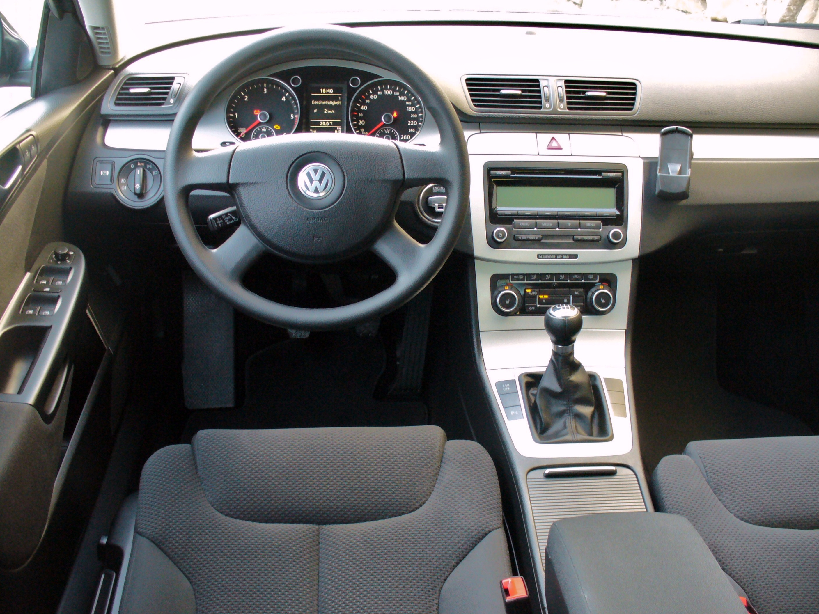 File:VW Passat B6 Comfortline 2.0 TDI Islandgrau Interieur.JPG ...