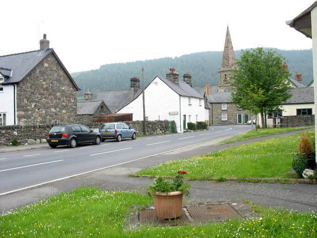 Delwedd:Western approach to the sharp bend in Llandrillo's High Street - geograph.org.uk - 472186.jpg