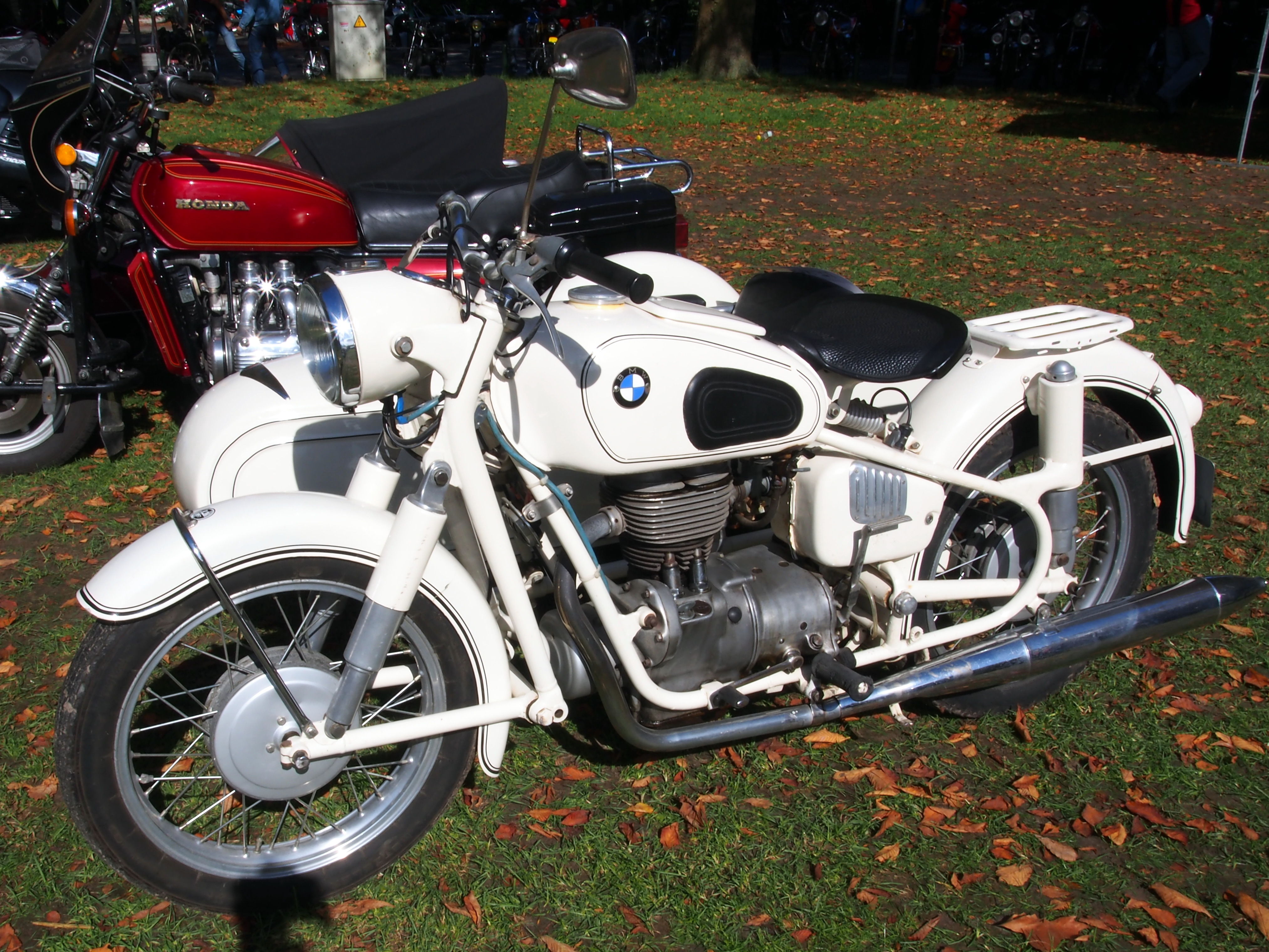 file white bmw r26 with sidecar pic1 jpg. Black Bedroom Furniture Sets. Home Design Ideas