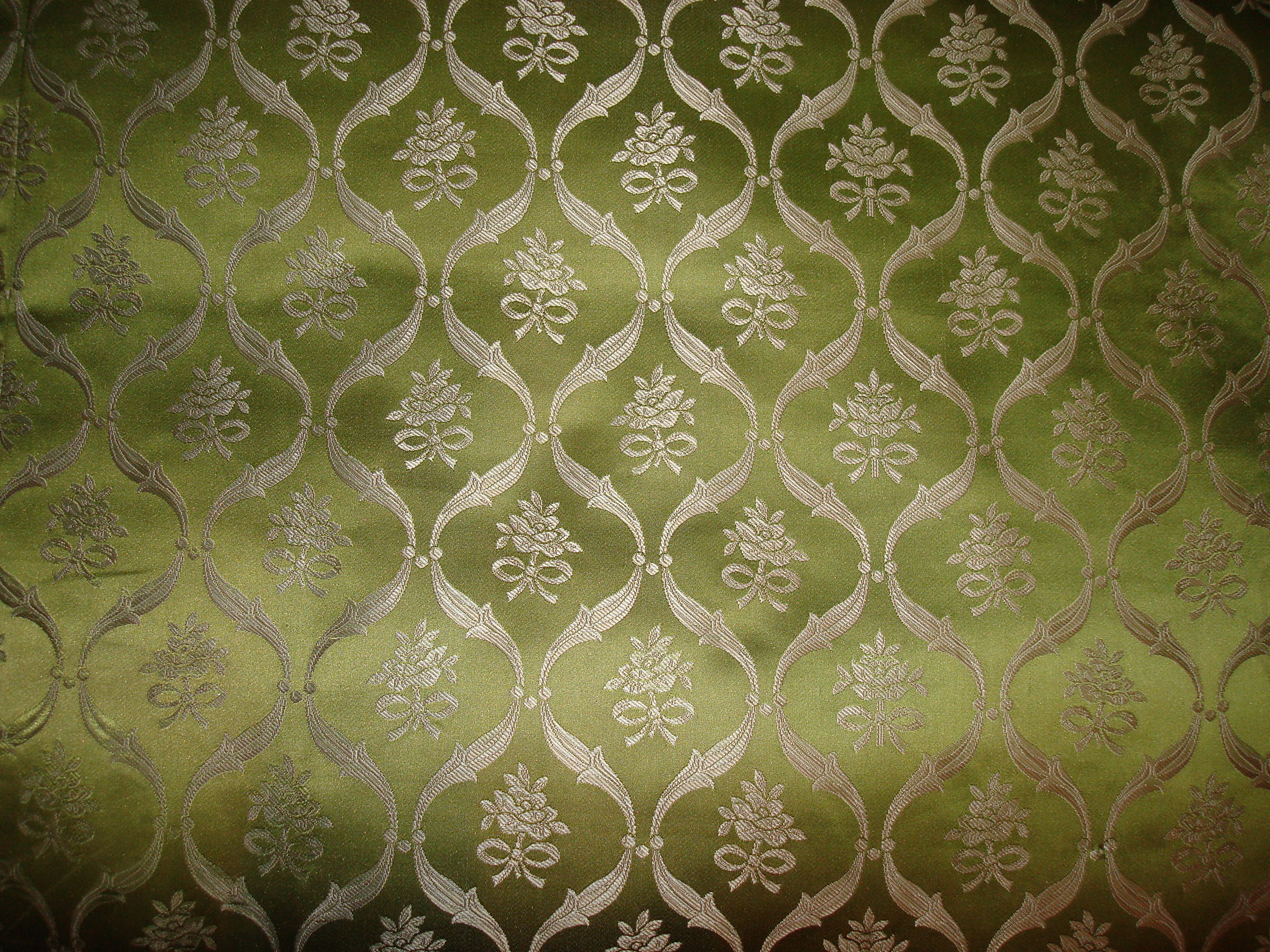 556a705d2a A hundred-year-old pattern of silk called