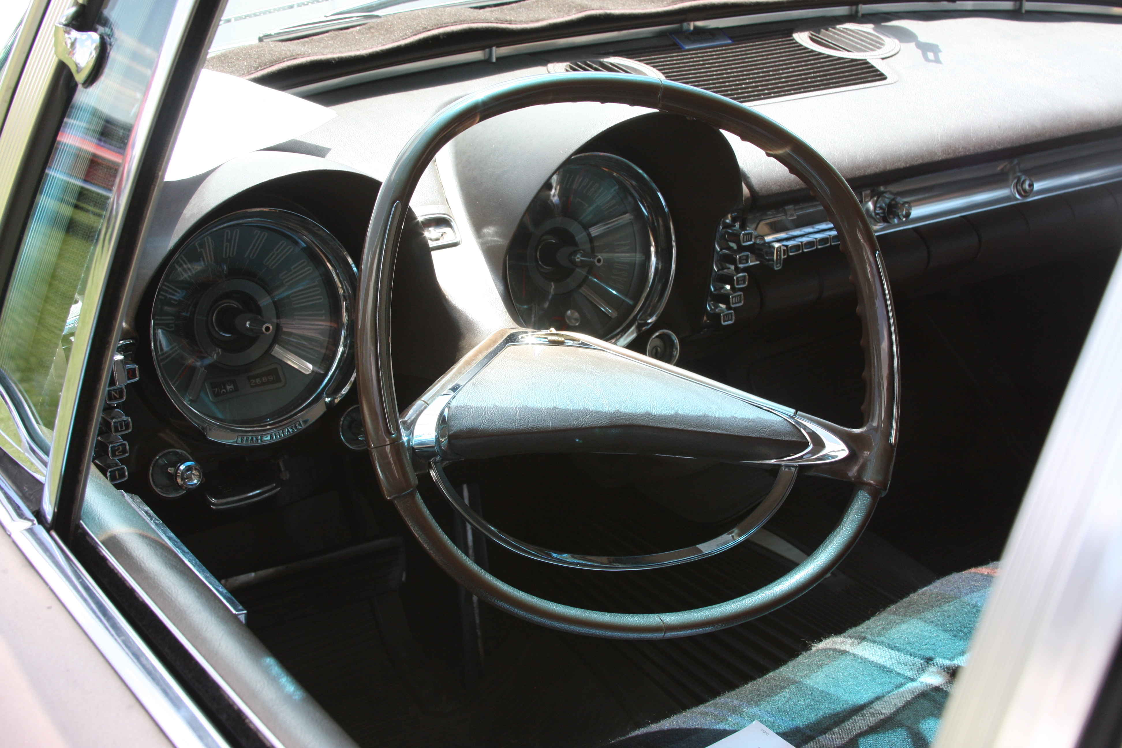 1960_Imperial_dashboard_%289312321231%29
