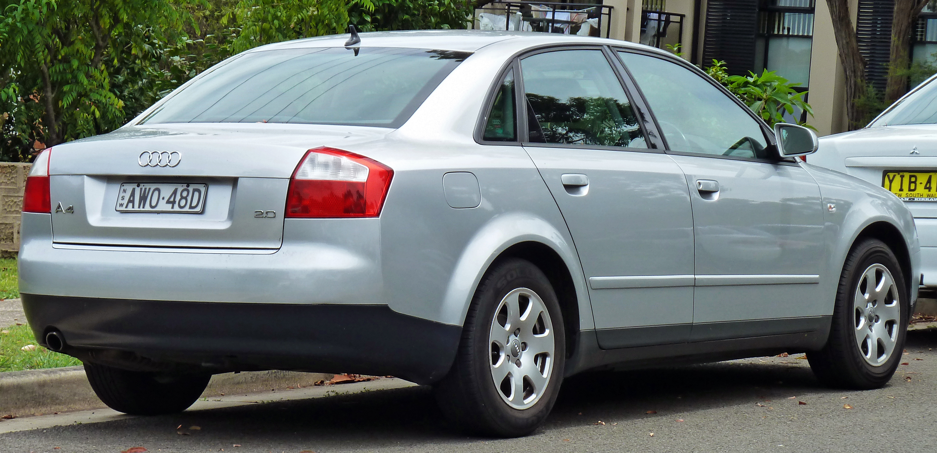 File 2001 2005 Audi A4 8e 2 0 Sedan 03 Jpg Wikimedia