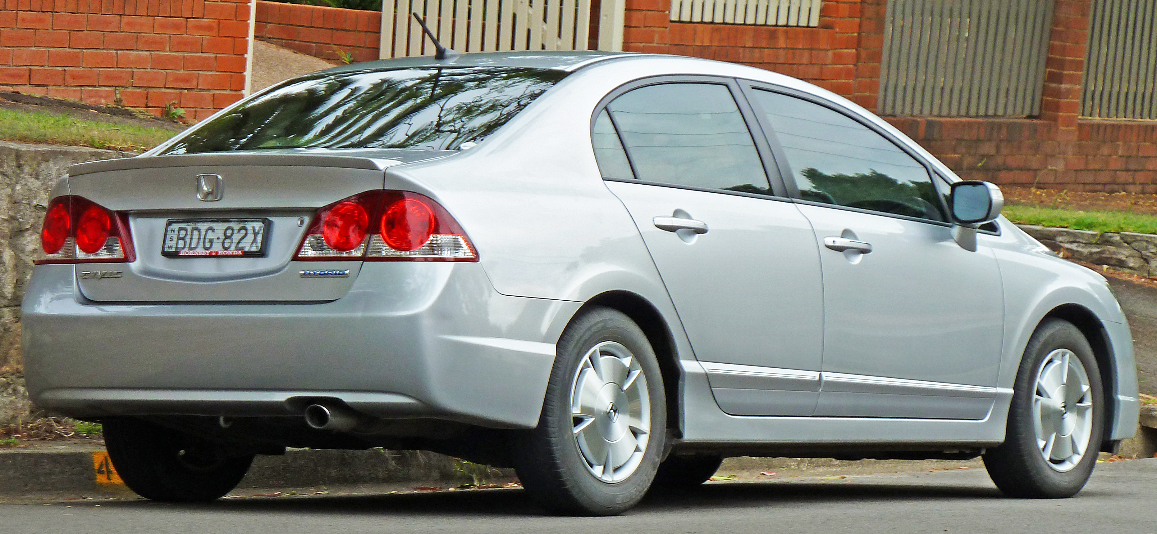 File:2006 2008 Honda Civic Hybrid Sedan (2011 03 10)