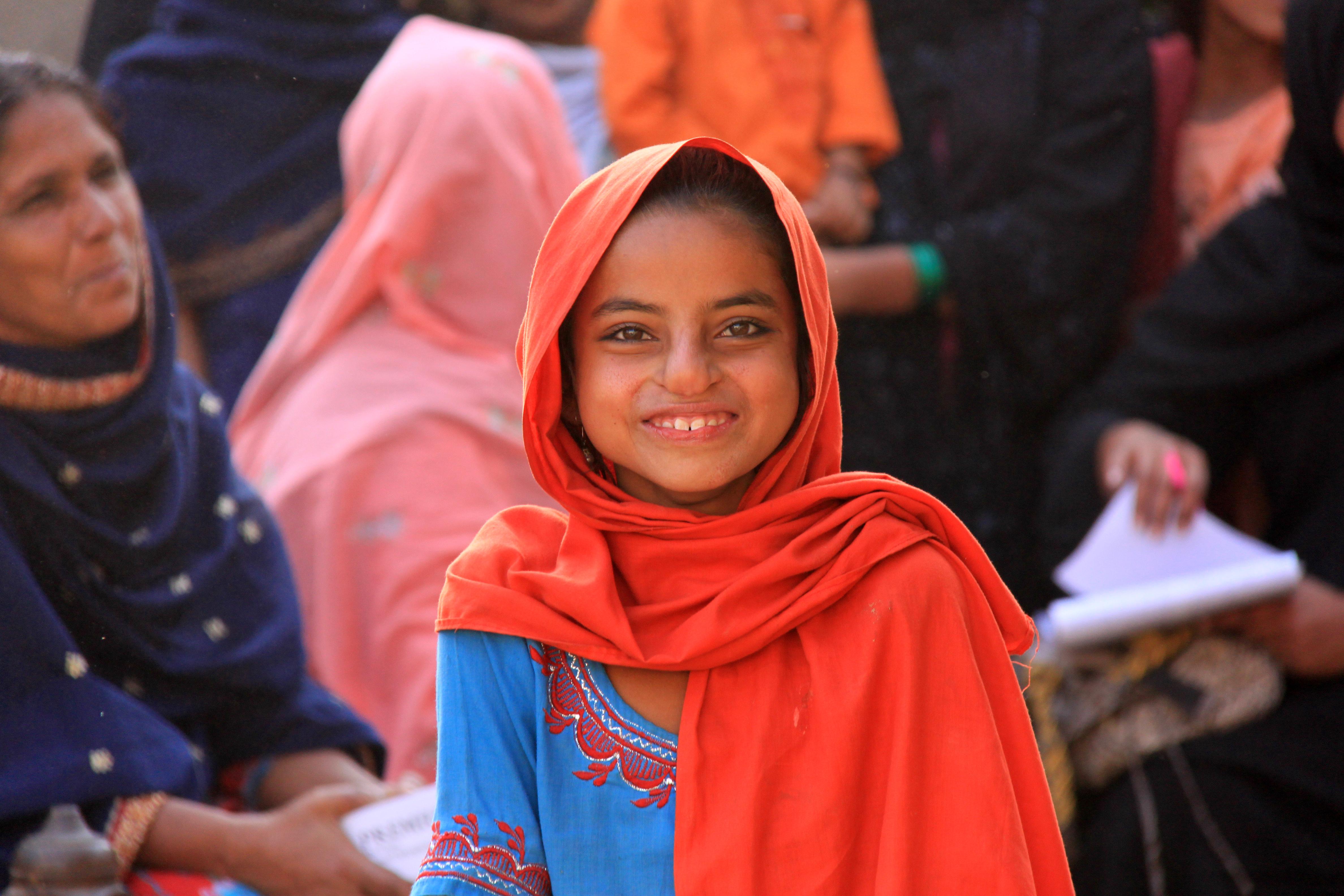 Photos pakistani young girls 12 men