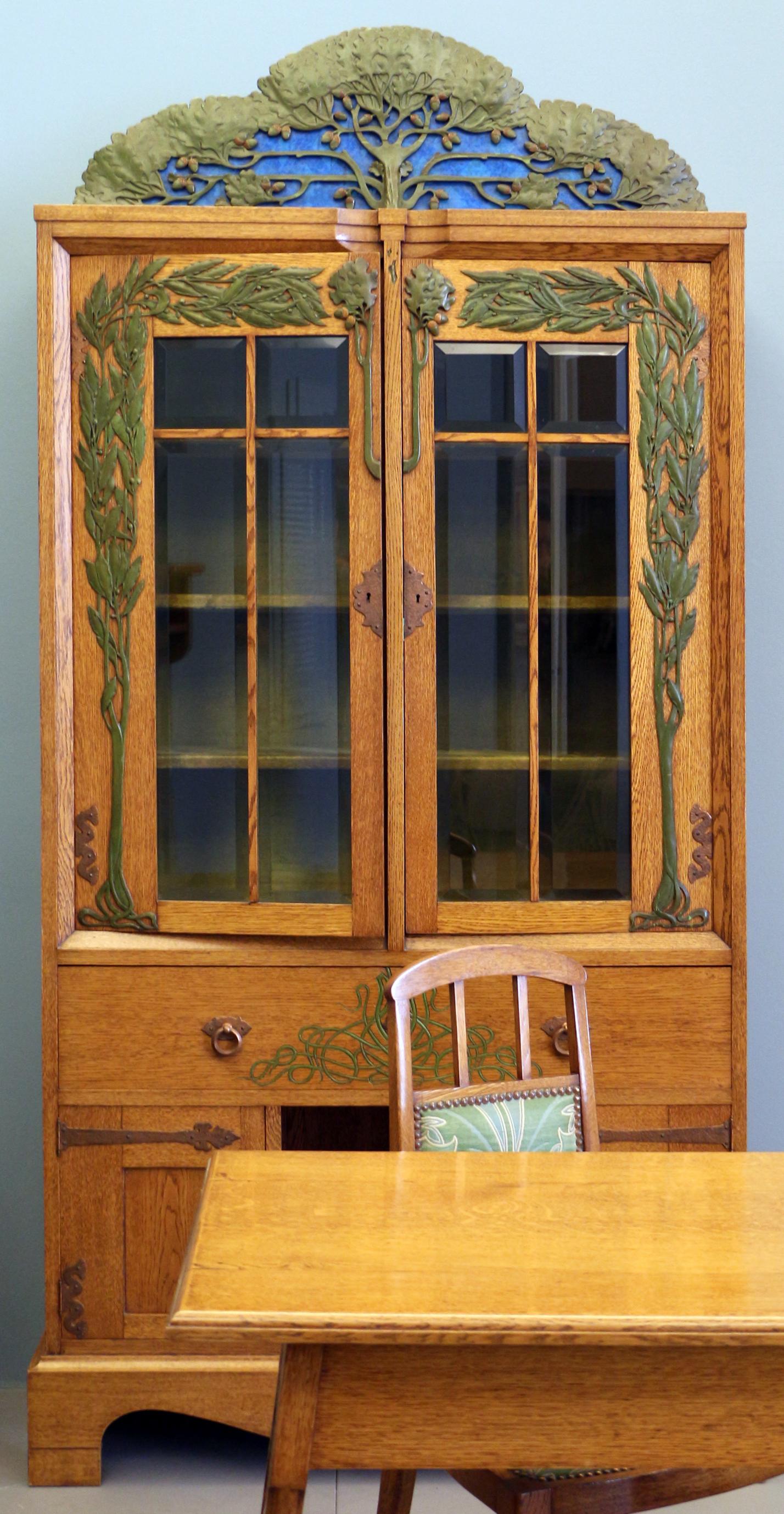 File:Alberto issel, salotto-soggiorno, 1902 ca., credenza 01.jpg ...