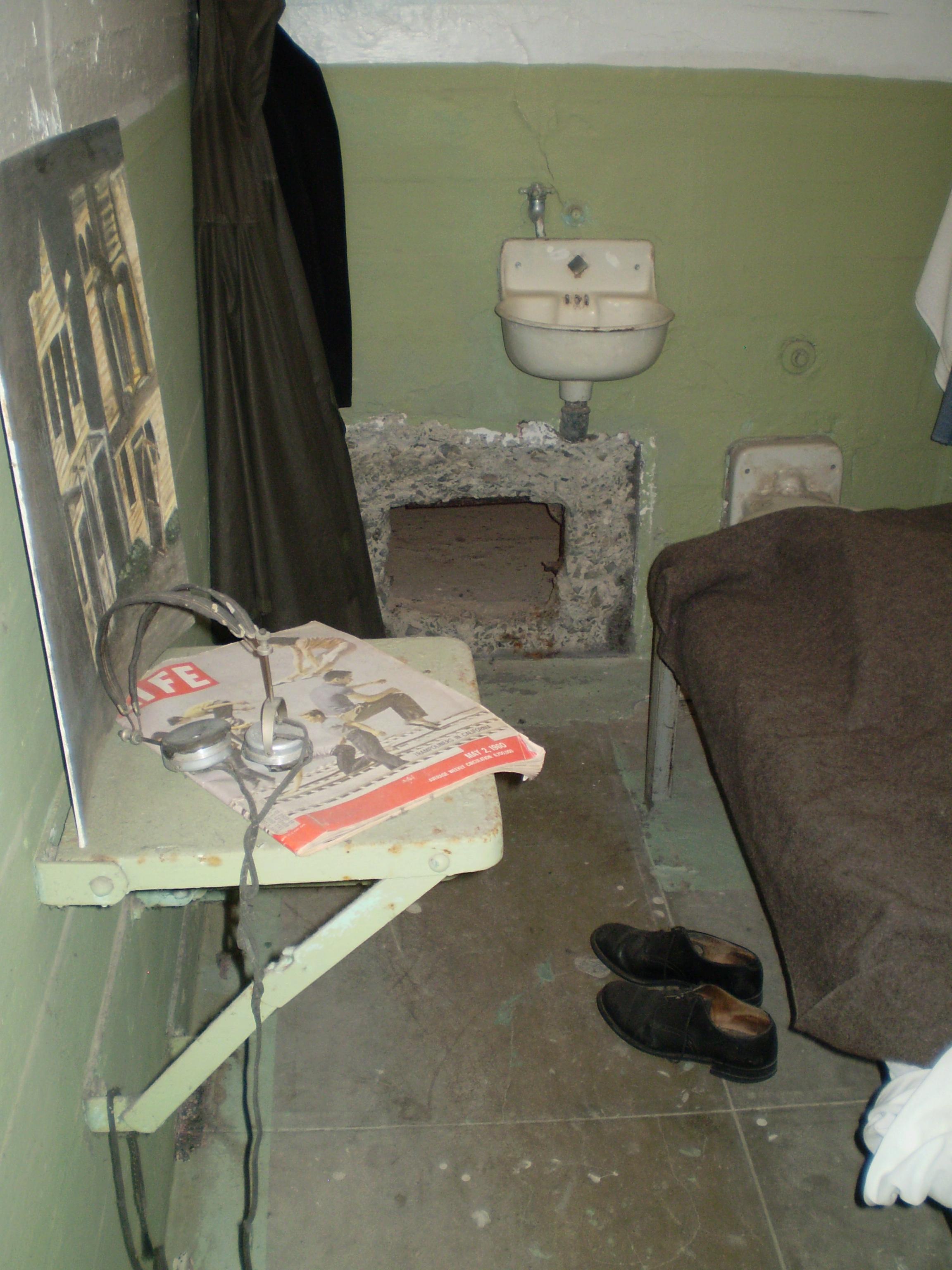 san Francisco, life preserver, life jacket, rain coat, Alcatraz, John Anglin, Clarence Anglin, Frank Lee Morris, Anglin Brothers, Escape from Alcatraz