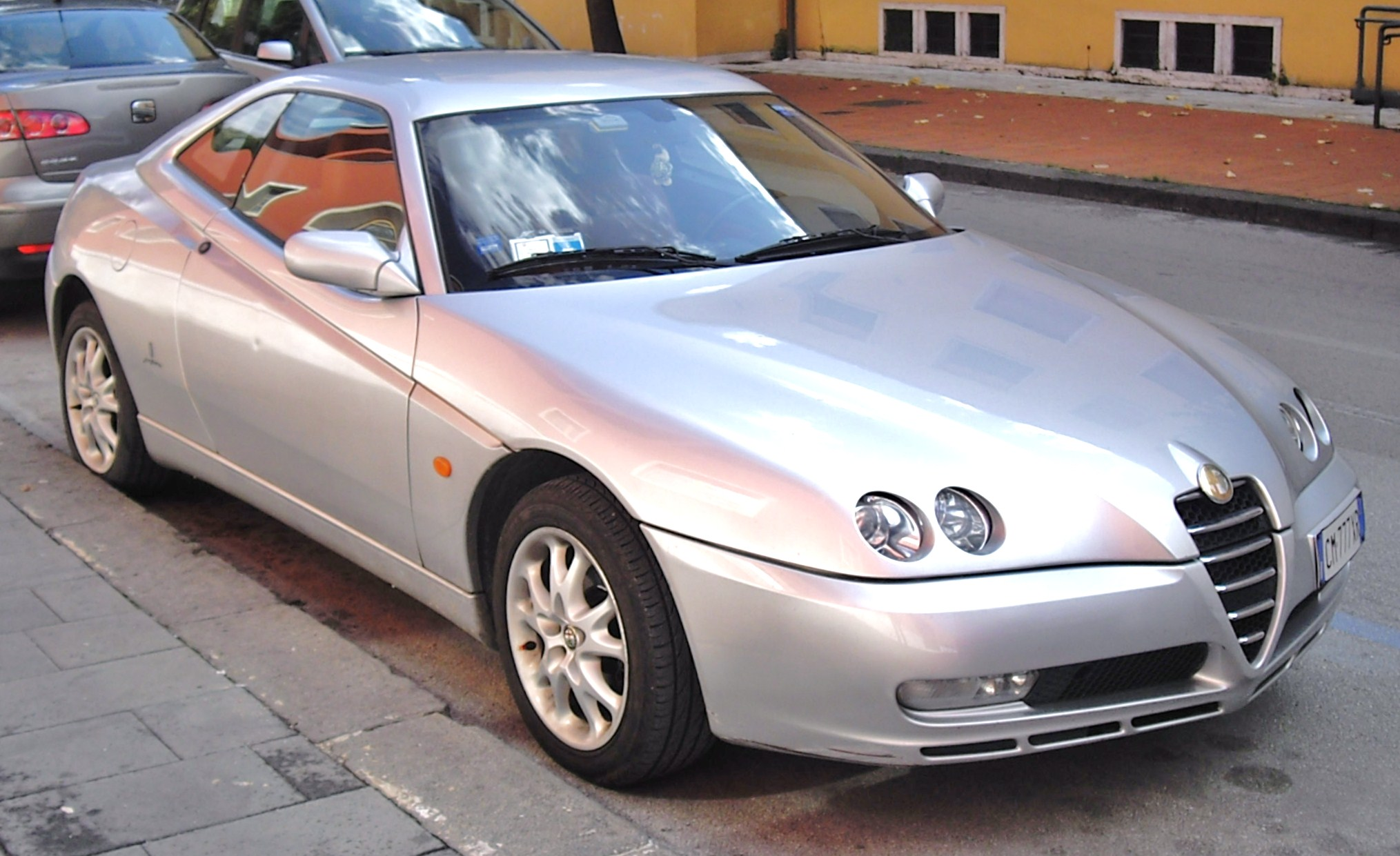 https://upload.wikimedia.org/wikipedia/commons/c/ce/Alfa_Romeo_GTV_facelift_front.JPG