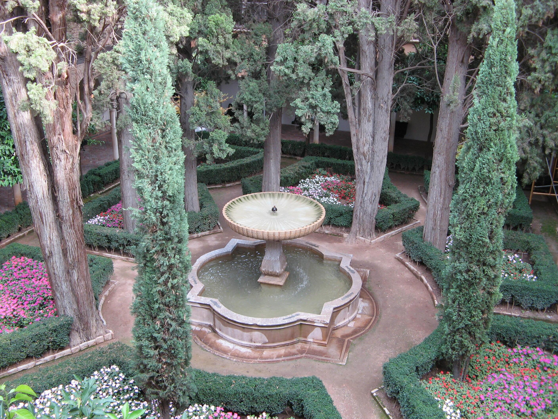 File alhambra garden jpg wikimedia commons for Jardin spanish