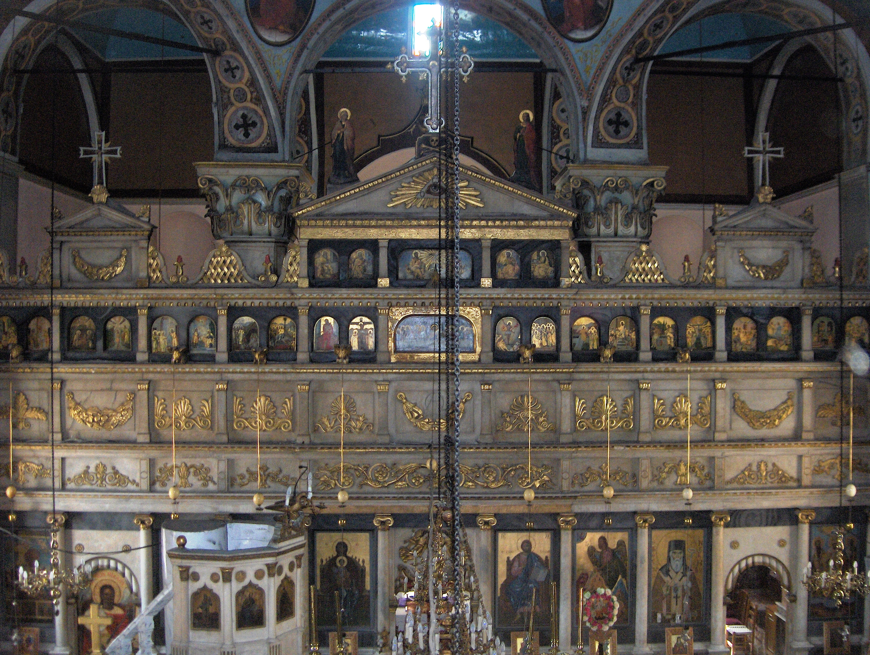 https://upload.wikimedia.org/wikipedia/commons/c/ce/Altar_of_Prodromos_church_in_Kranidi_2.jpg