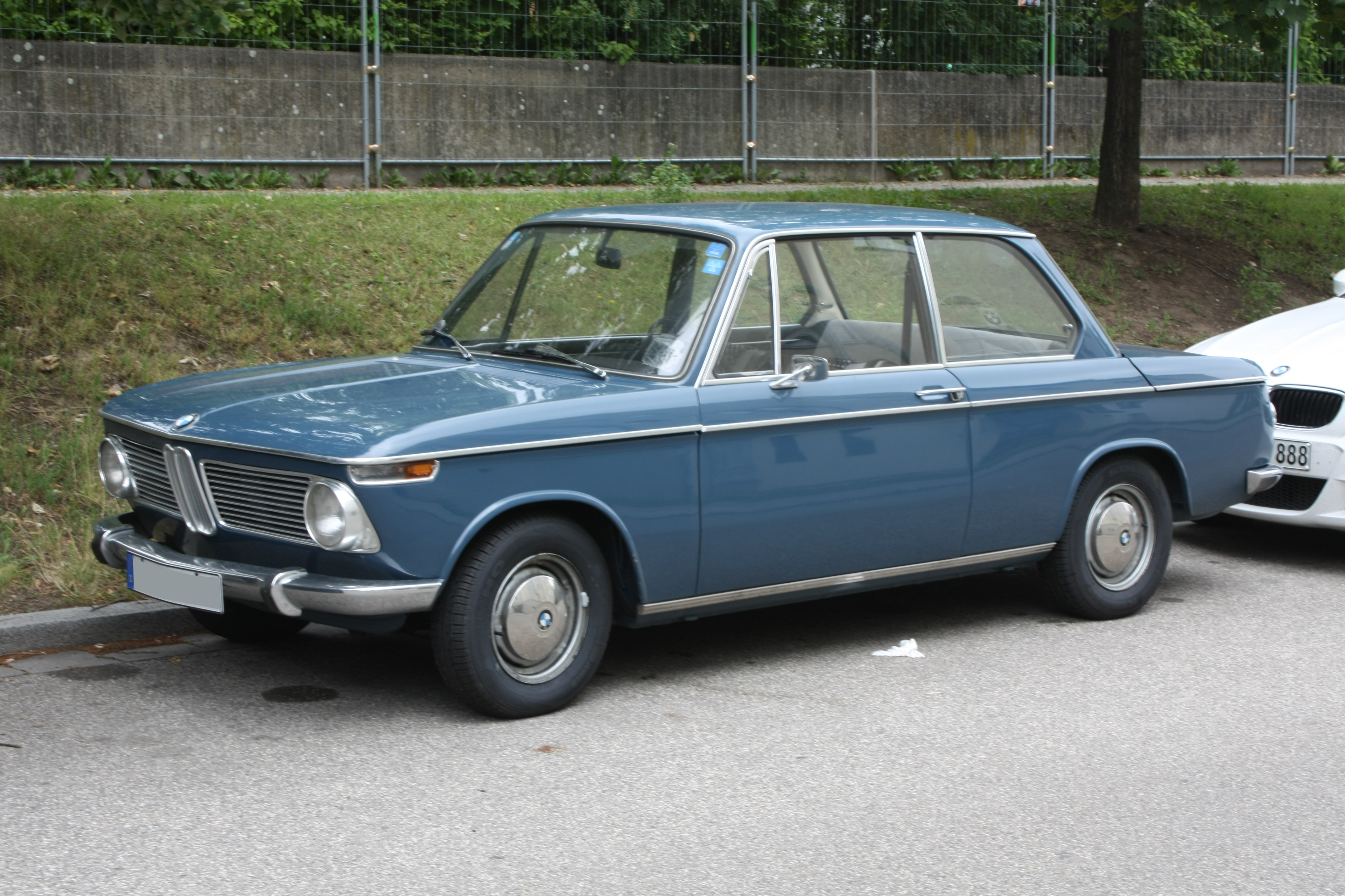 BMW 1600 Front