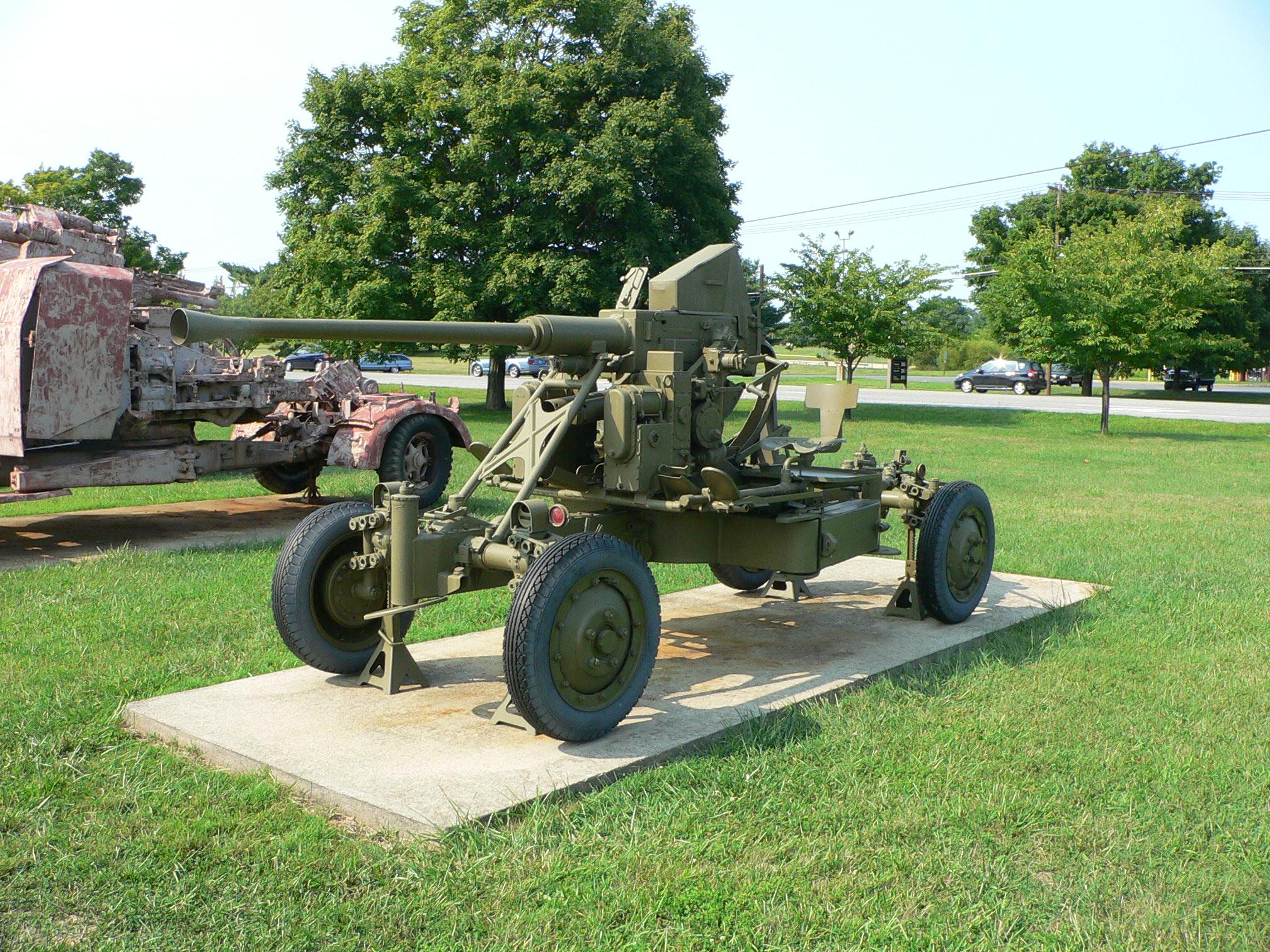 Flak et servants Bofors_AA_gun_1