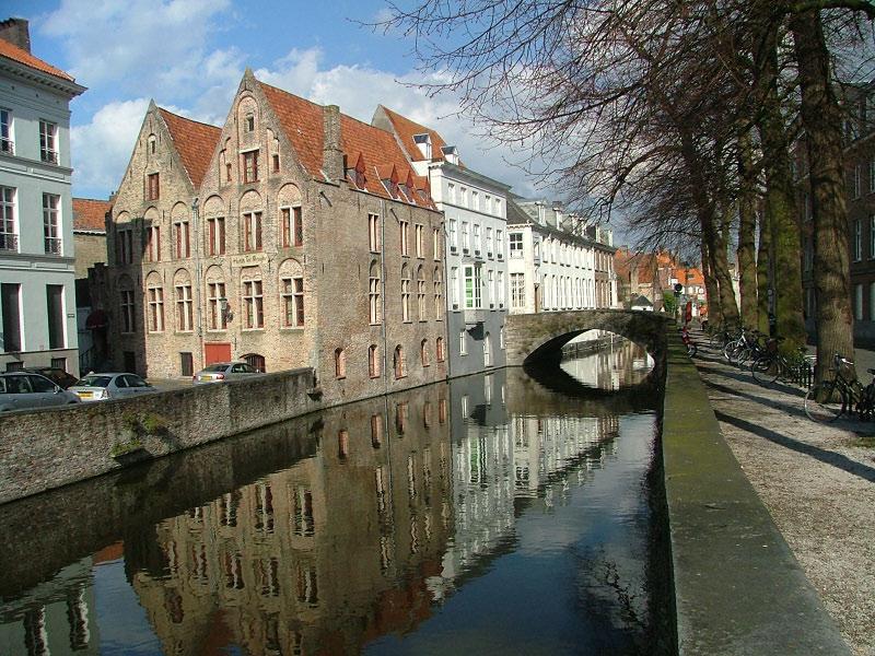 Bruges-Canals.jpg