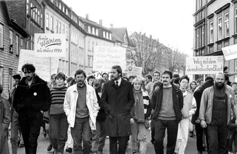 File:Bundesarchiv Bild 183-1989-1112-010, Arnstadt, Demonstration.jpg