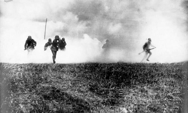 Datei:Bundesarchiv Bild 183-R05923, Flandern, deutsche Soldaten in Gasangriff.jpg