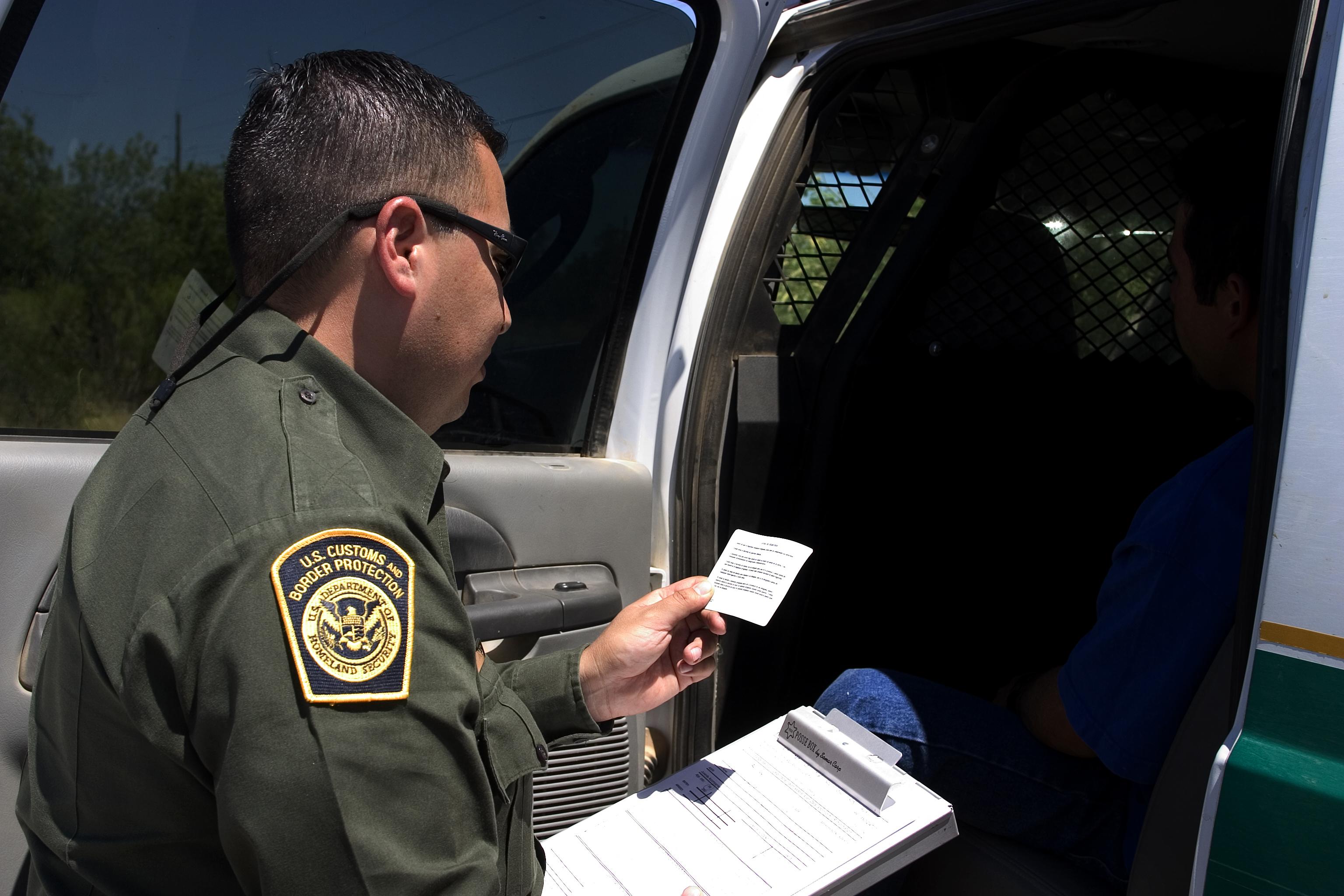 Border Patrol agent reads the Miranda rights.