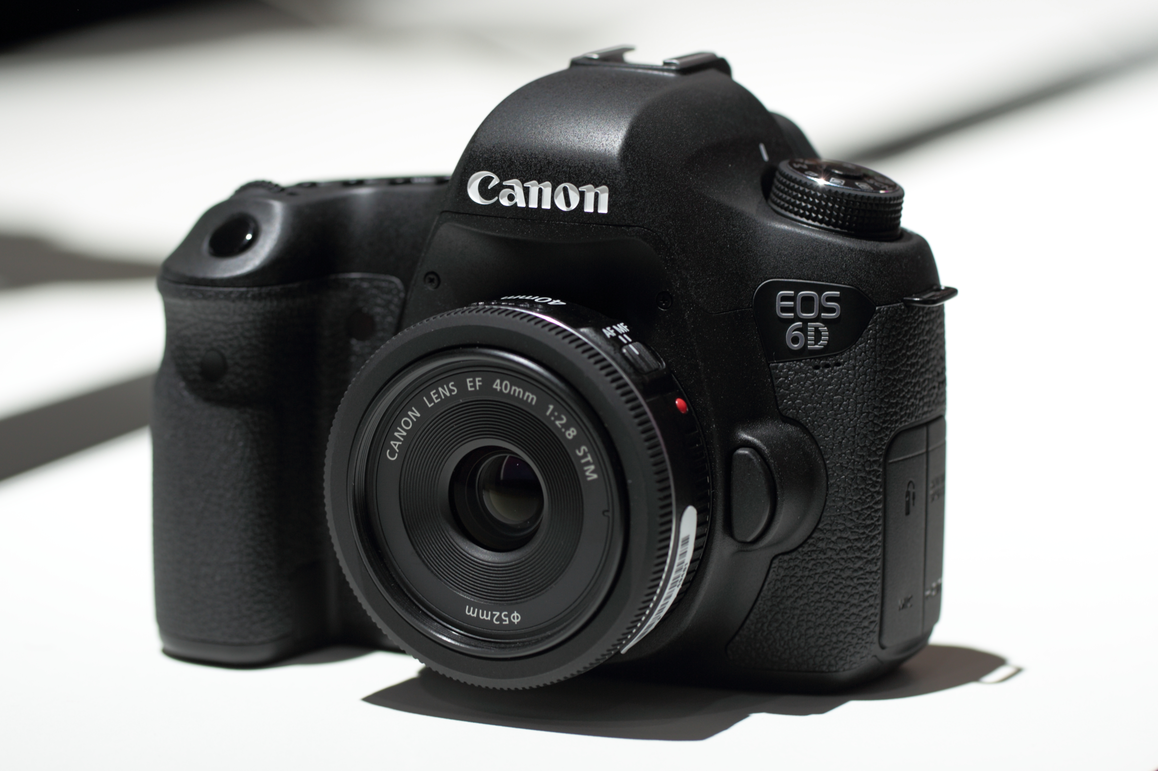 File:Canon EOS 6D.jpg - Wikipedia, the free encyclopedia