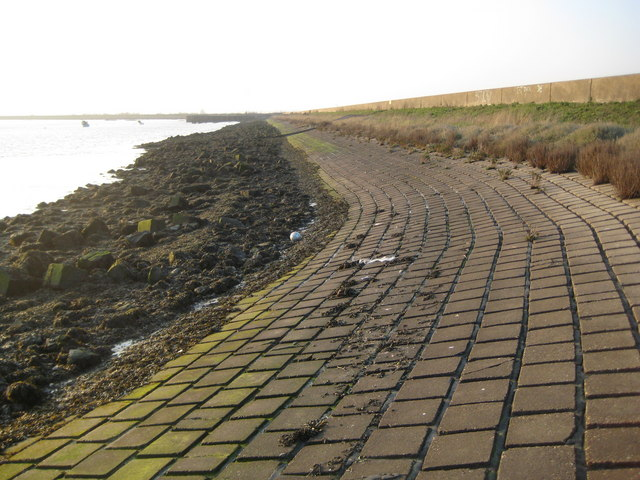 Canvey Island, Holehaven Creek sea defence wall - geograph.org.uk - 2307455