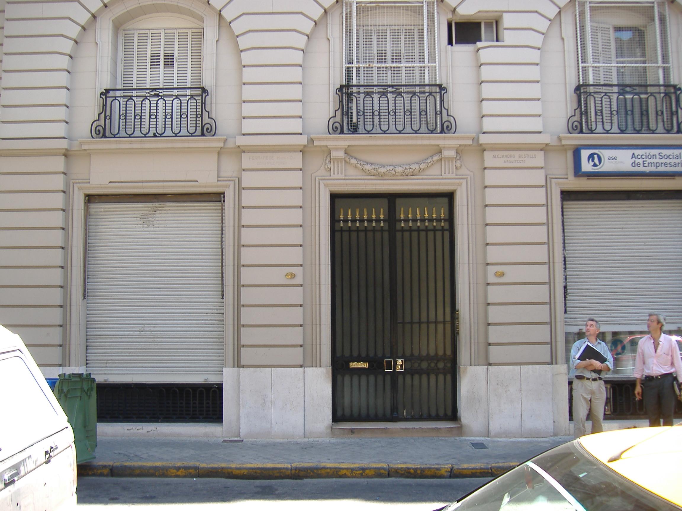 Puerta del edificio de Entre Ríos480, en la ciudad de Rosario. En el quinto piso se encuentra el apartamento donde vivió por pocas semanas el CheGuevara.