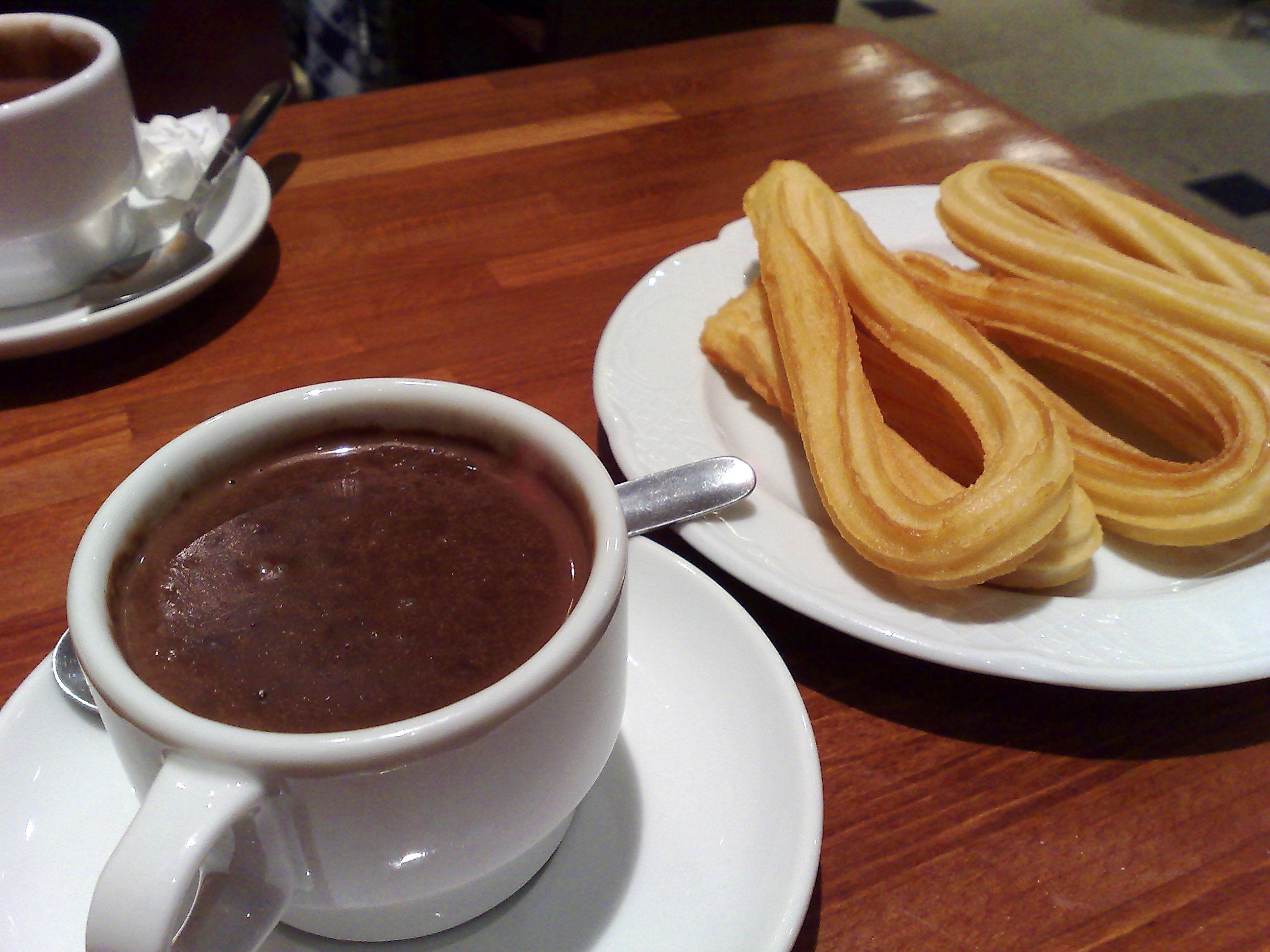File:Chocolate con churros en Barcelona.jpg - Wikimedia Commons