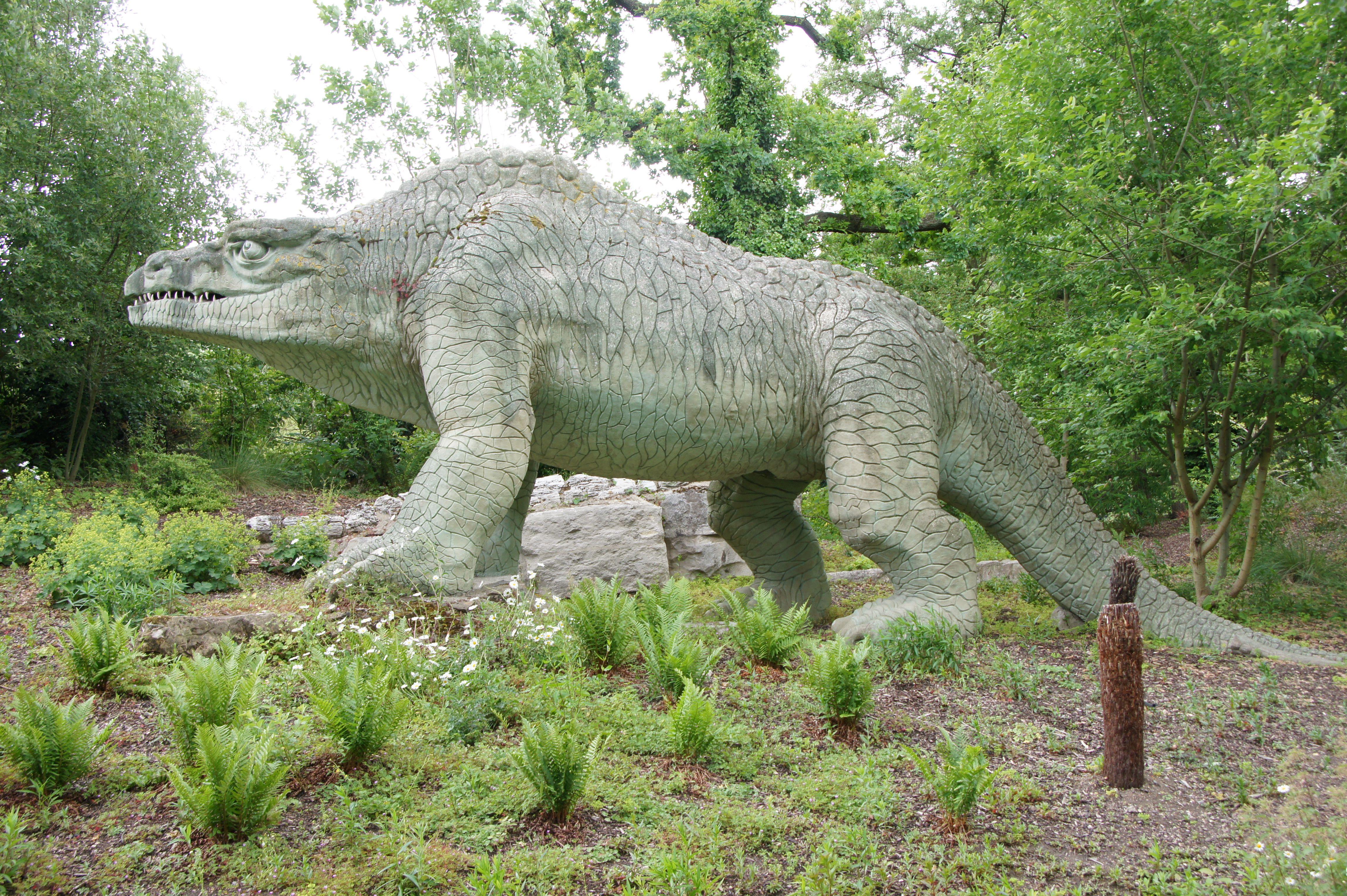 Crytsal_Palace_Megalosaurus.jpg