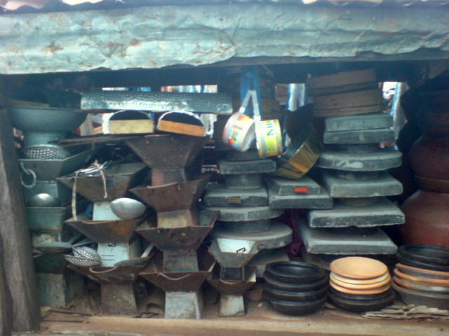 File des ustensiles et des instruments de cuisine africain - Instrument de cuisine ...