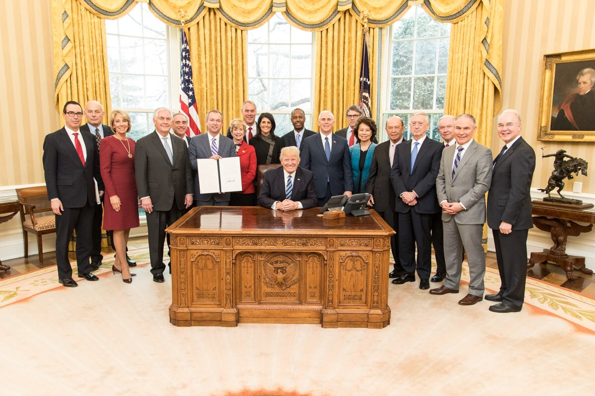 File:Donald Trump Cabinet meeting 2017-03-13 01.jpg - Wikimedia ...