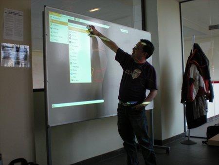 https://upload.wikimedia.org/wikipedia/commons/c/ce/Edubuntu-classroom.jpg