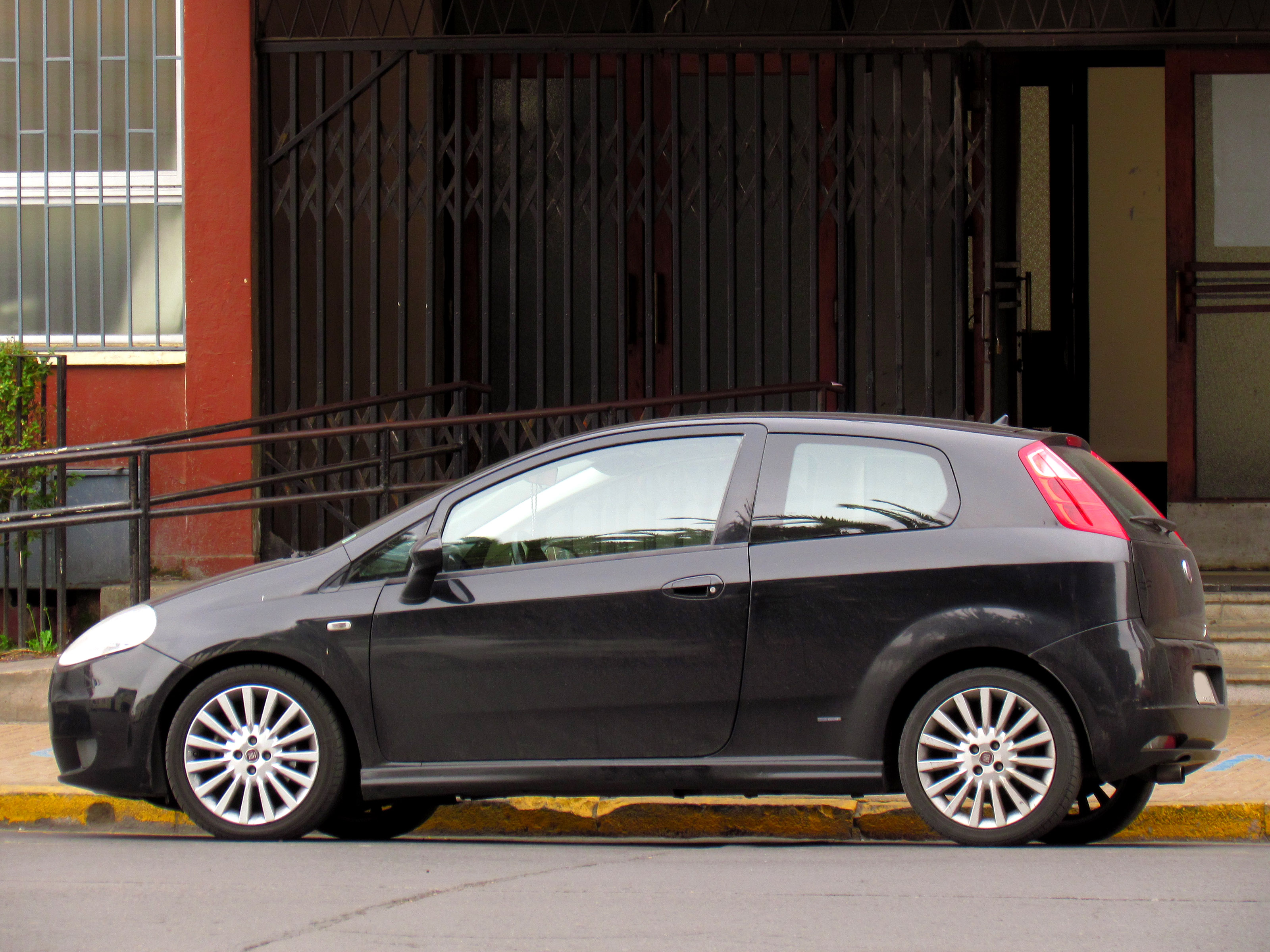file fiat grande punto 1 4 sporting 2008 15740757127 jpg. Black Bedroom Furniture Sets. Home Design Ideas
