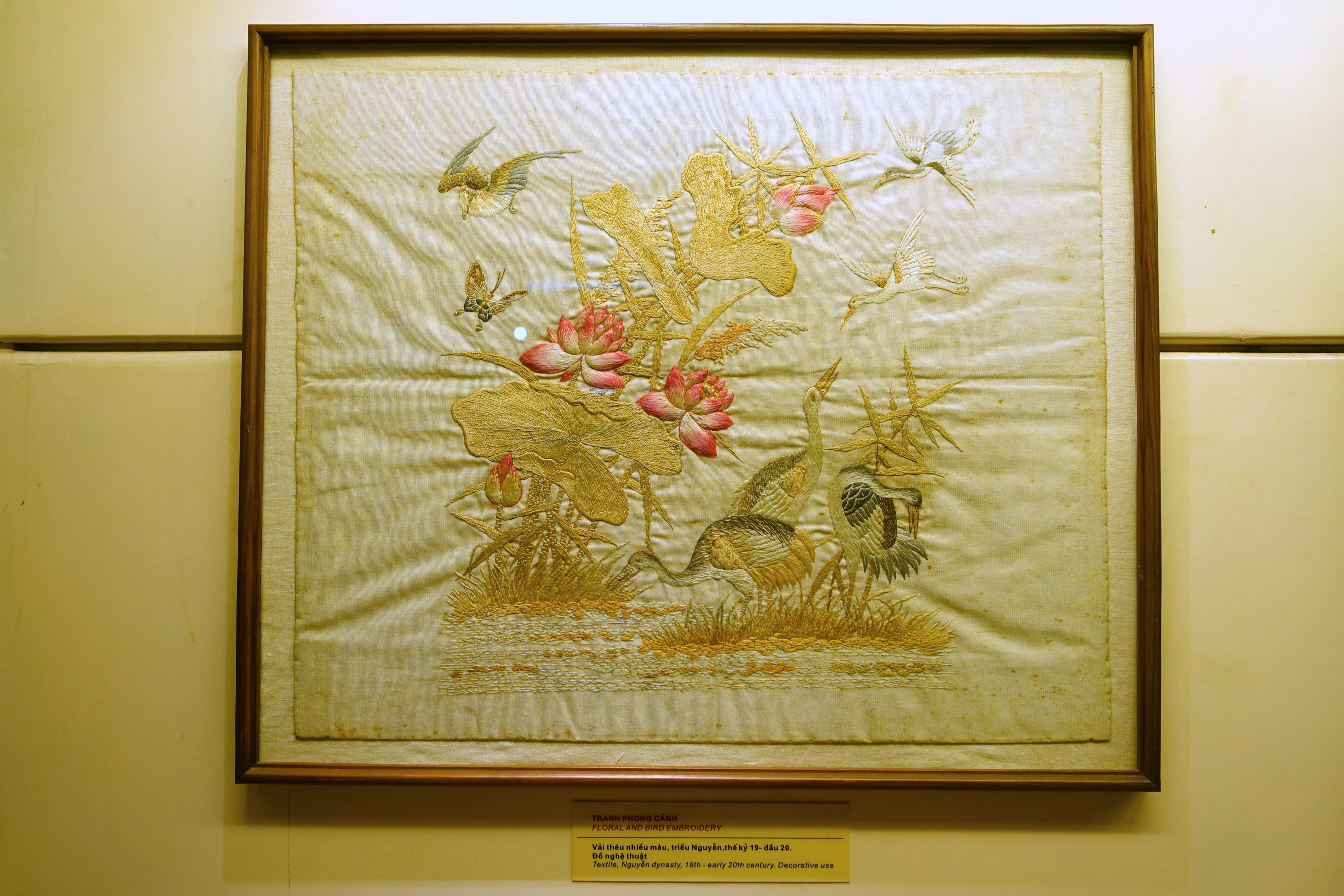 File:Floral and bird embroidery, Nguyen dynasty, 19th to early 20th ...