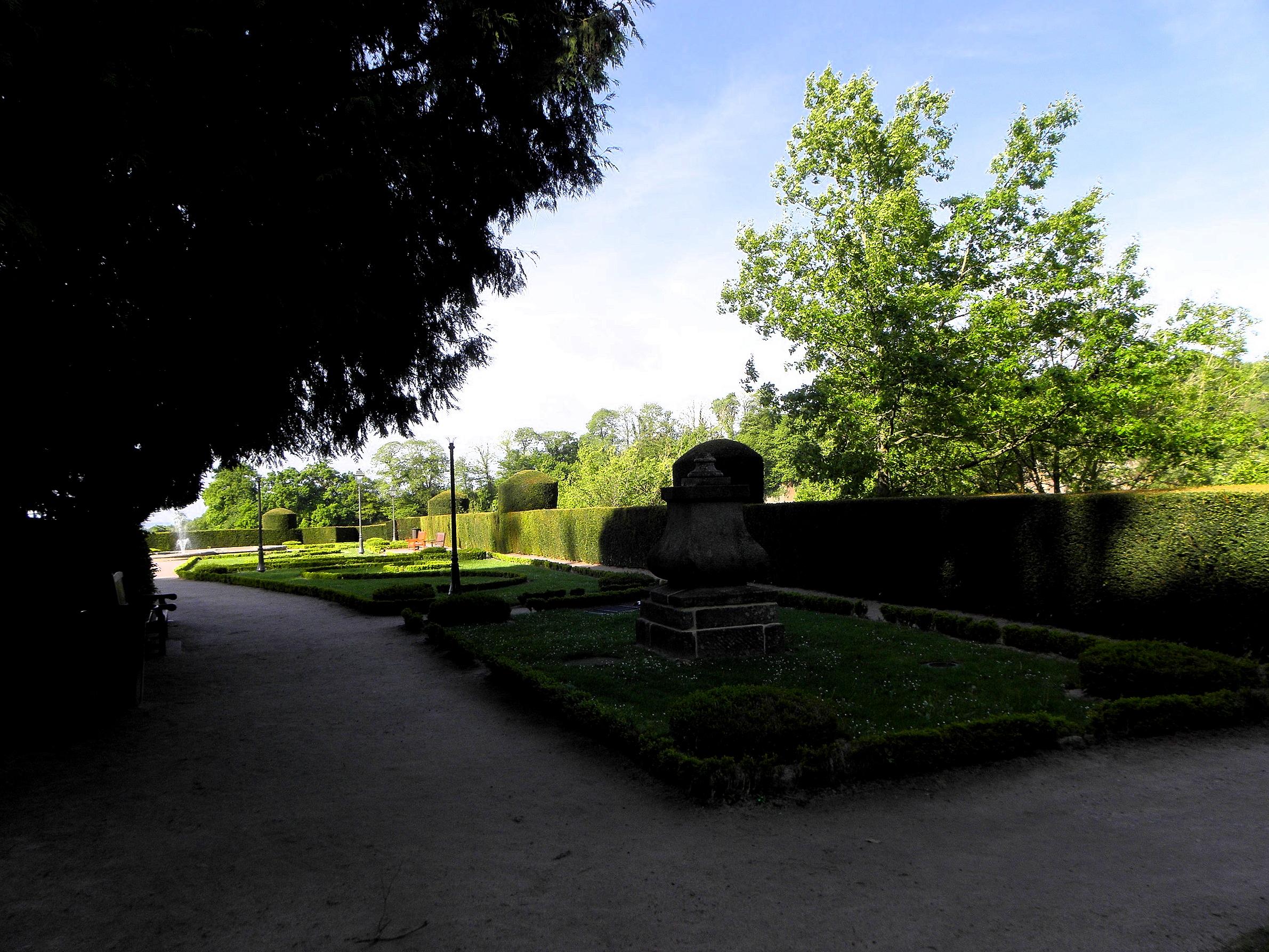 File foug res 35 jardin public 12 jpg wikimedia commons for Jardin public 78