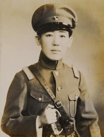 https://upload.wikimedia.org/wikipedia/commons/c/ce/Gen_Yoshiko_Kawashima.jpg