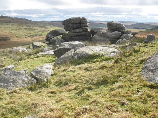 Granite boulders, on Showery Tor - geograph.org.uk - 1006102