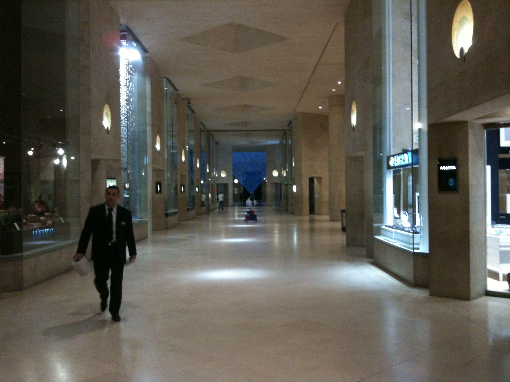 File Hallway Carrousel Du