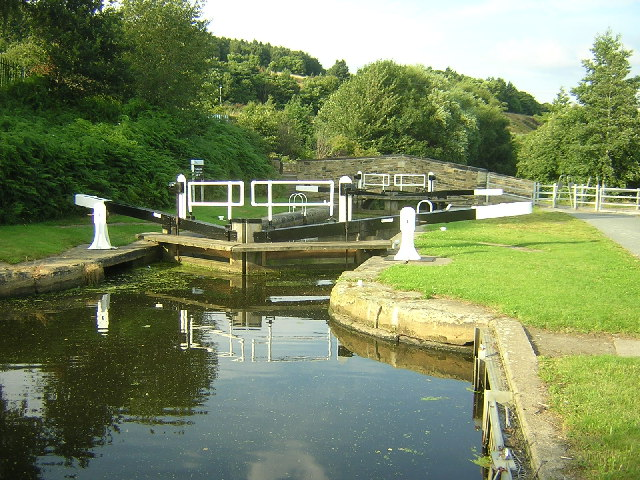 Huddersfield Broad Canal - geograph.org.uk - 32772
