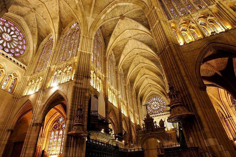 Archivo:Interior de la Catedral de León.jpg