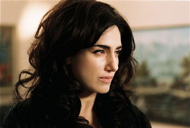 """רונית אלקבץ בסרטה של קרן ידעיה """"כלת הים"""", 2009"""