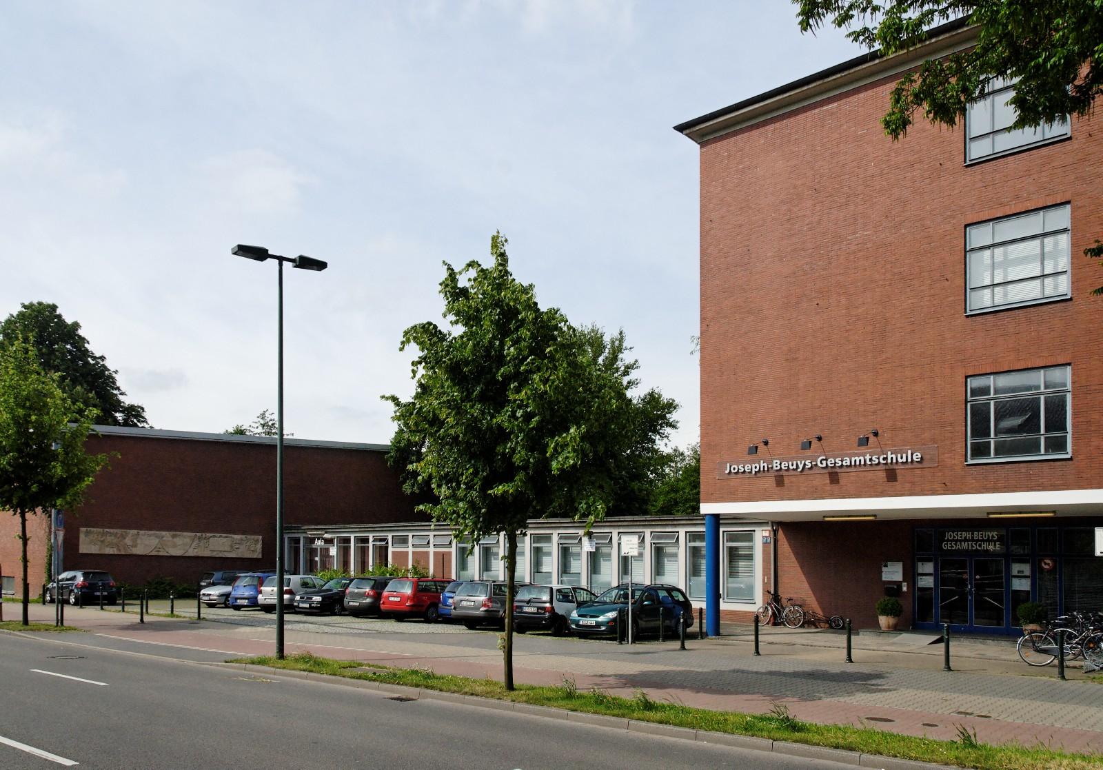 file joseph beuys gesamtschule in duesseldorf oberbilk von wikimedia commons. Black Bedroom Furniture Sets. Home Design Ideas