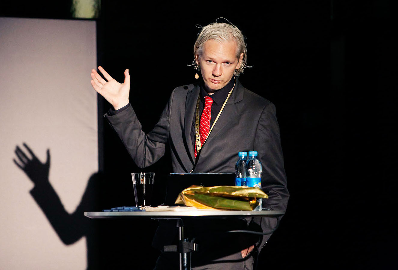JULIAN ASSANGE - WikiLeaks 'editor-in-chief': from geek to freedom fighter! Julian_Assange_20091117_Copenhagen_2