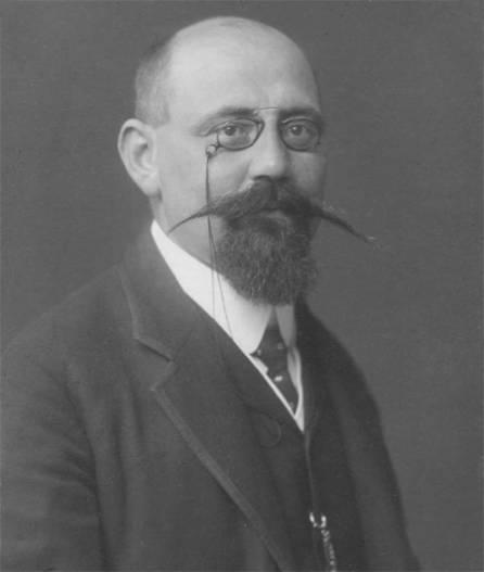 Karl Renner, 1905 als k.k. Parlamentsbeamter; 1918 wurde er zum Staatskanzler Deutschösterreichs gewählt