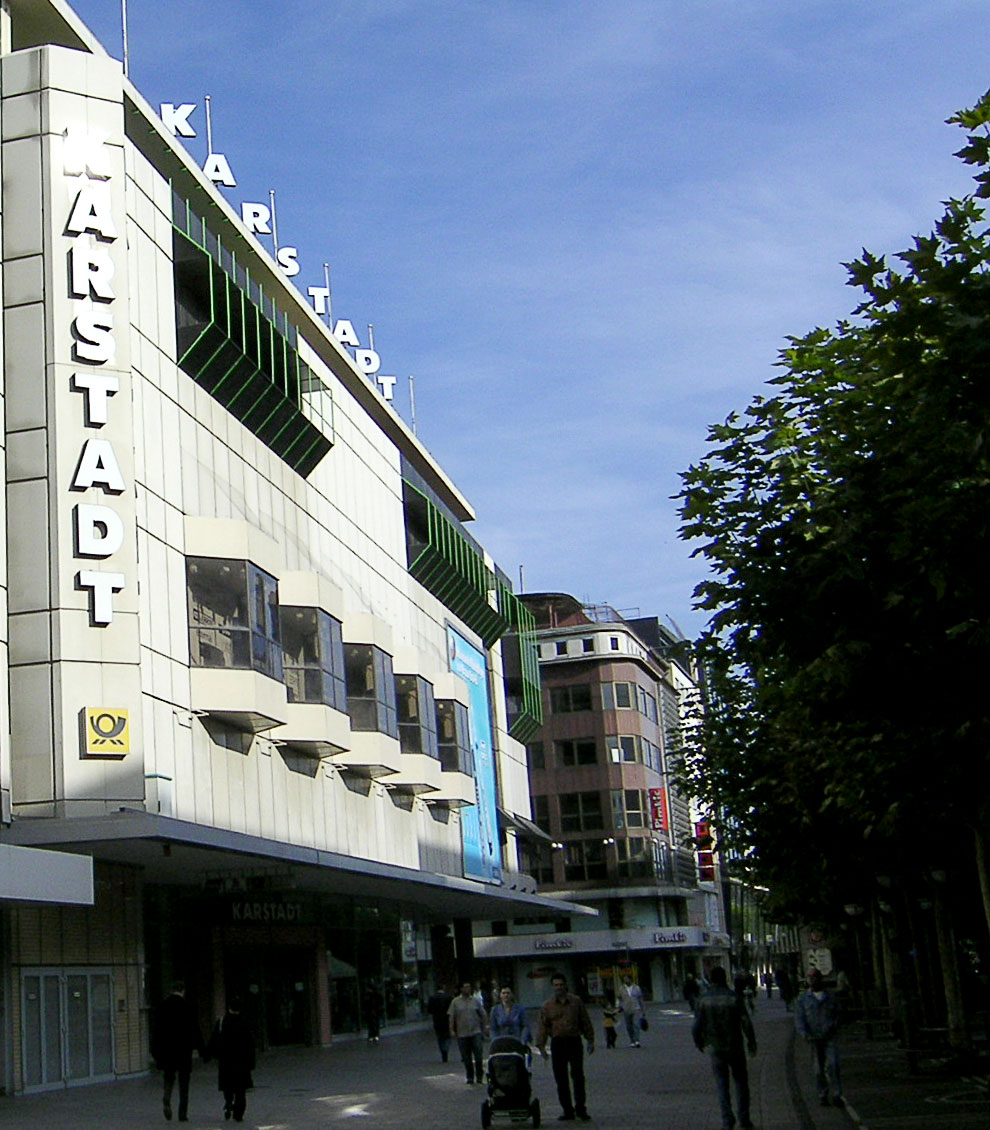 """2f0f572b3e Karstadt Frankfurt am Main, Zeil. Das ehemalige """"Flaggschiff"""" von Hertie"""