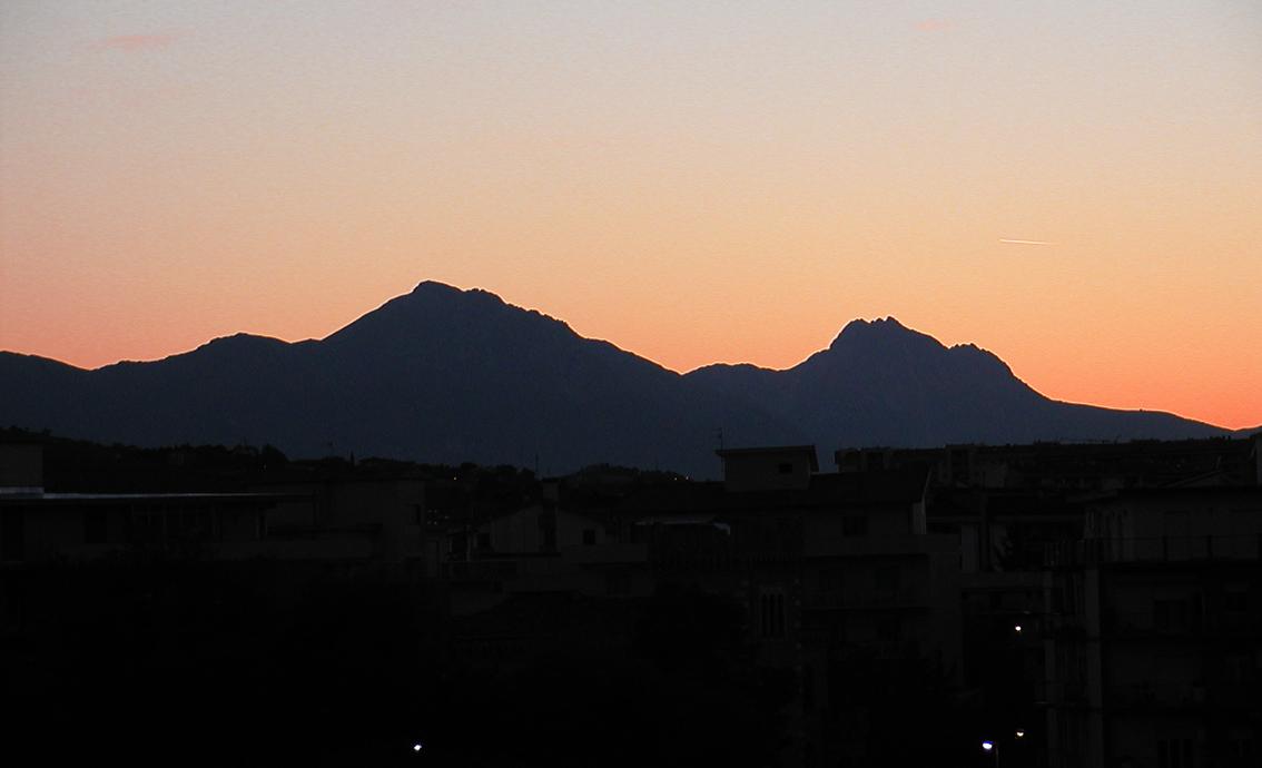 File:La Bella Addormentata Gran Sasso d Italia 02.jpg ...
