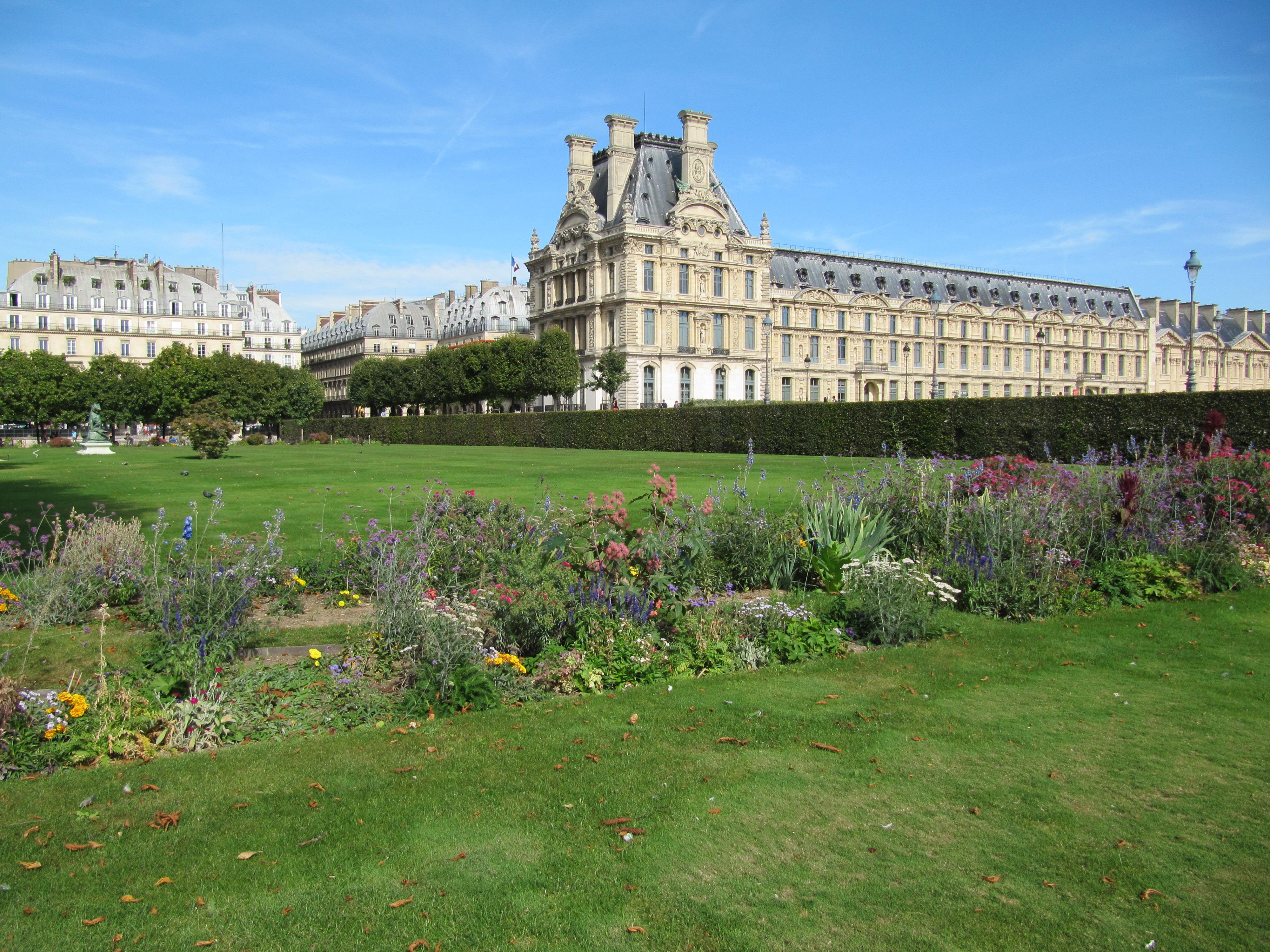File le louvre vu du jardin des wikimedia for Jardin des tuileries