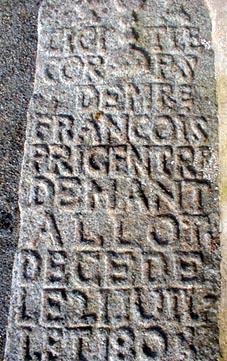 File:Mantallot. Pierre tombale.jpg