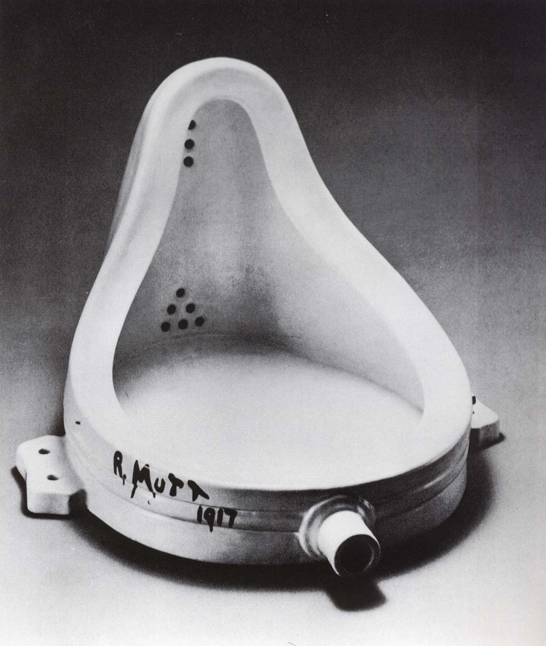 http://upload.wikimedia.org/wikipedia/commons/c/ce/Marcel_Duchamp.jpg