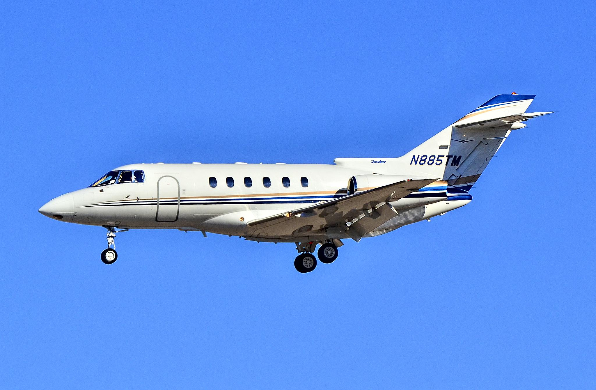 File:N885TM Raytheon Hawker 800XP (cn 258564) (9093702125).jpg