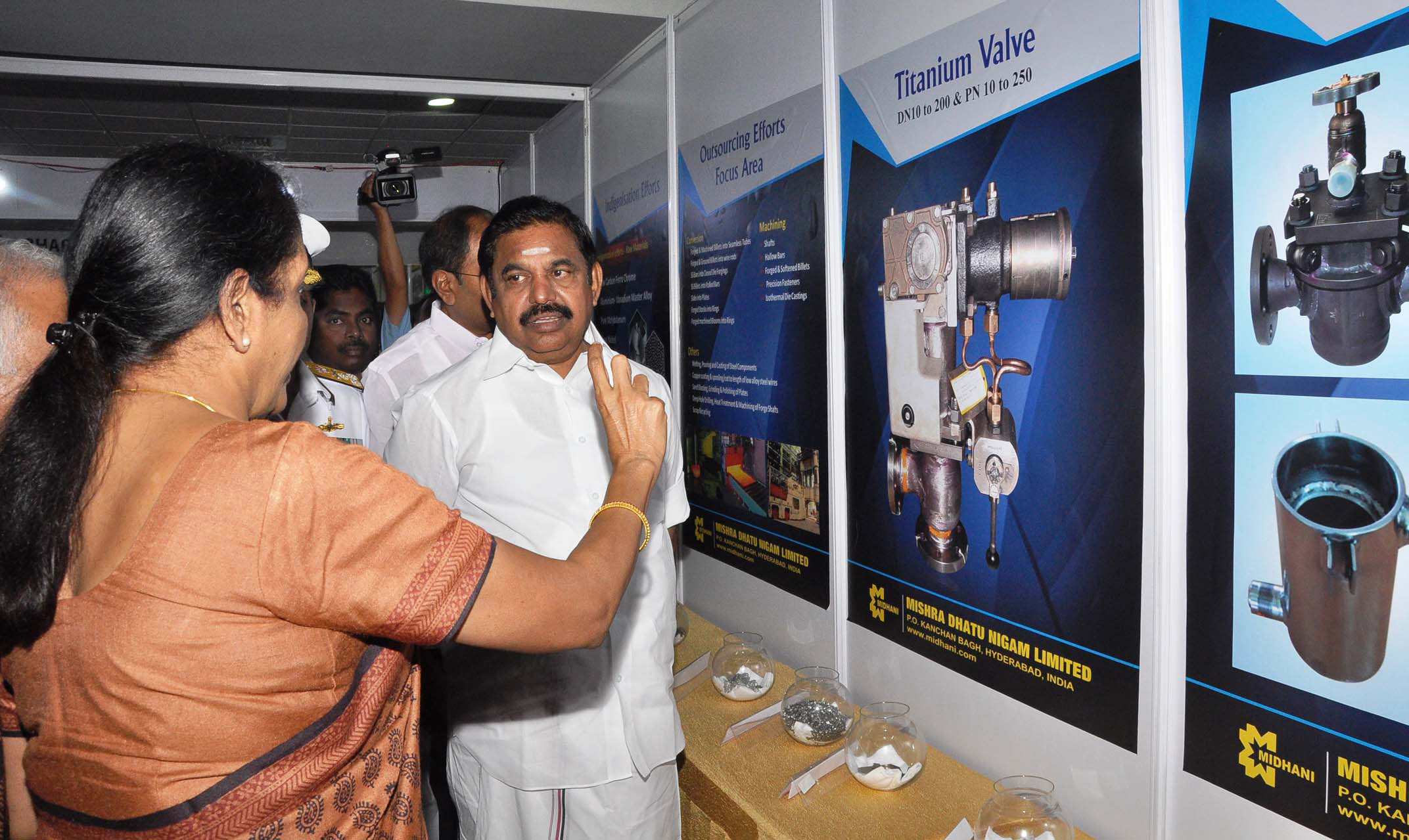 Exhibition Stall Vendors : File nirmala sitharaman at the stalls of exhibition of defence