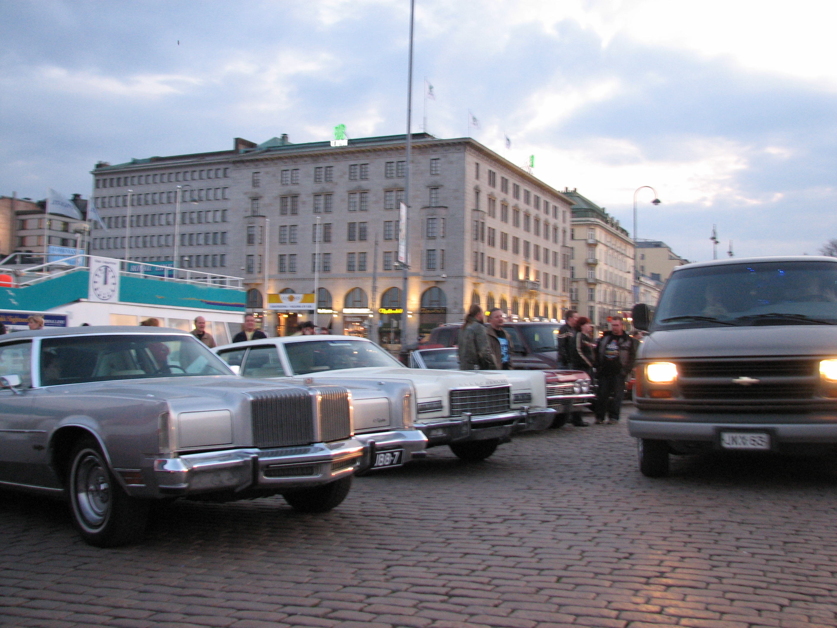 File:Old American cars at Helsinki Market Square.jpg - Wikimedia Commons