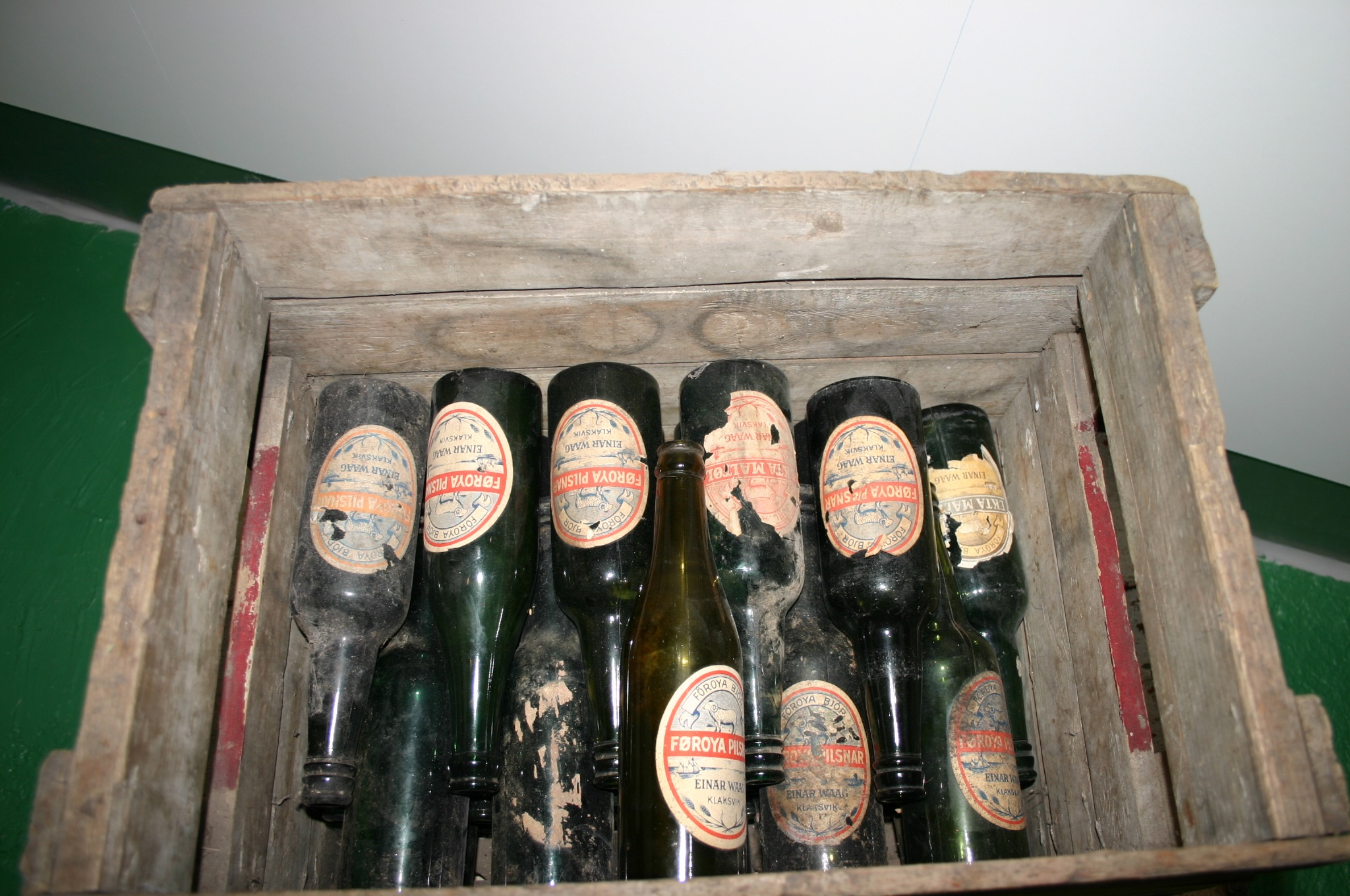 dating old pint bottle (unopened), pantry, fridge past date, past date canned beer lasts for, 6-9  months, 6 months-2 years bottled beer lasts for, 6-9 months.